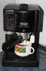 drip coffee maker(1.0), espresso(1.0), coffeemaker(1.0), coffee(1.0), drink(1.0), espresso machine(1.0), small appliance(1.0),