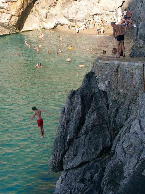 Cliff jumping in Majorca (photo by bettod)