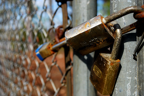 fence jones nikon gate south southcarolina chain carolina locks willie padlock locked restricted clemson 2010 chained noaccess d60 offlimits onceaday nikond60 365project willieleejones twothousandandten 3652010
