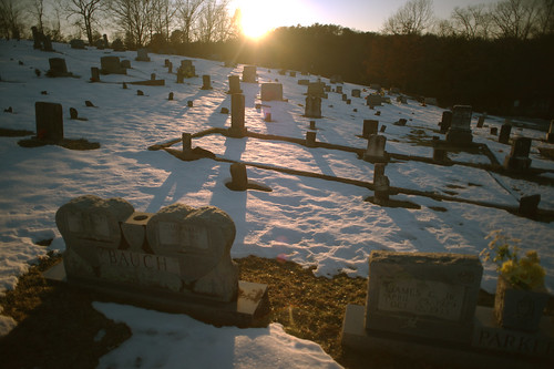 sunset friedhof snow cemetery headstones graves gravestones