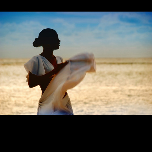 woman silhouette dance raw feminine harmony mauritius 200faves d80 peaceaward heartaward séga world100f phvalue