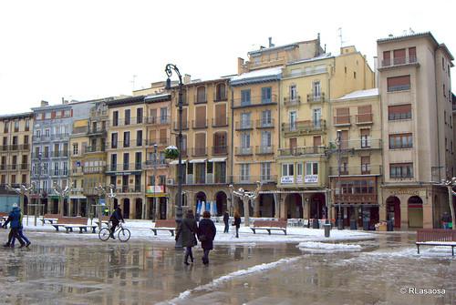 Una vista insólita de la Plaza del Castillo... casi vacía... El frío no invitaba a pasear, como se acostumbra.