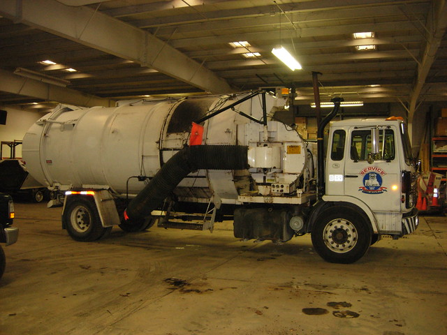 Leaf Vacuum Truck http://www.flickr.com/photos/40126553@N03/4517289261/