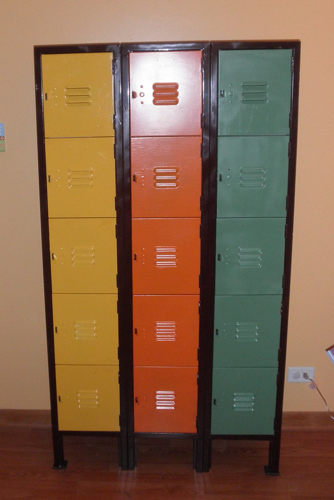 DIY project: recycled school locker