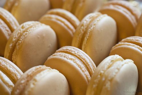 Mango-lime macarons