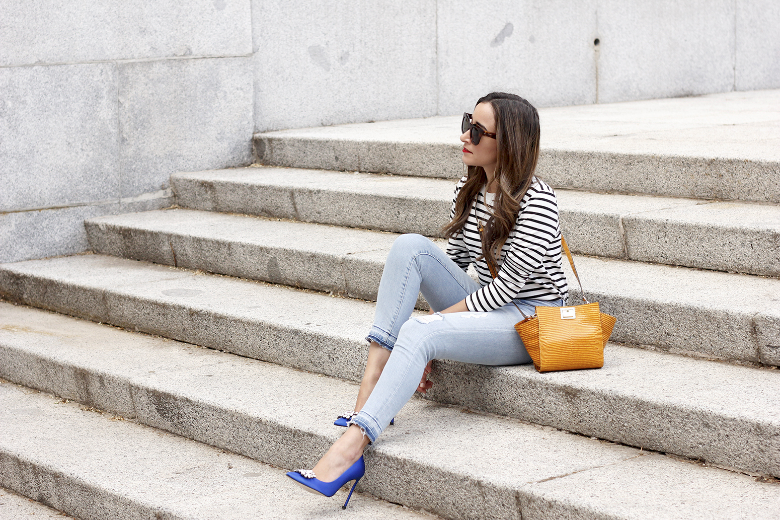 navy stripes denim jeans mustard bag uterqüe heels outfit fashion style01