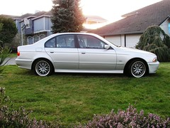 bmw 7 series(0.0), jaguar s-type(0.0), sports car(0.0), automobile(1.0), automotive exterior(1.0), executive car(1.0), wheel(1.0), vehicle(1.0), sports sedan(1.0), rim(1.0), full-size car(1.0), bumper(1.0), bmw 5 series(1.0), sedan(1.0), land vehicle(1.0), luxury vehicle(1.0),