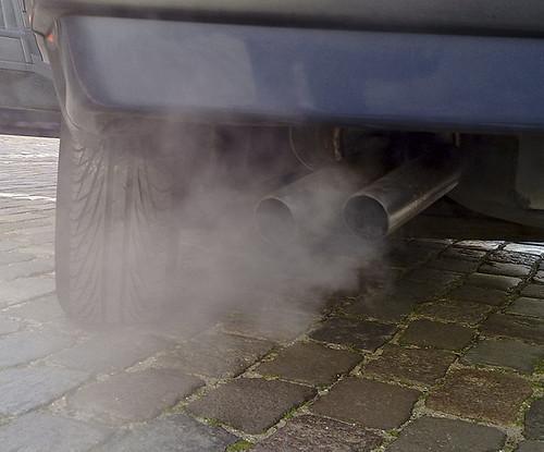 汽車排放廢氣。(照片:eutrophication&hypoxia。)