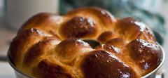 baking(1.0), tsoureki(1.0), bread(1.0), baked goods(1.0), challah(1.0), food(1.0), dessert(1.0), cuisine(1.0), brioche(1.0),