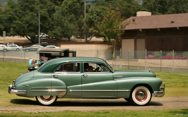 1948 Buick Super 4d sdn - TT green - svr