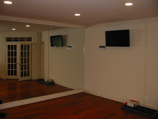 basement exersize room in damascus with 6 recessed lights and flat