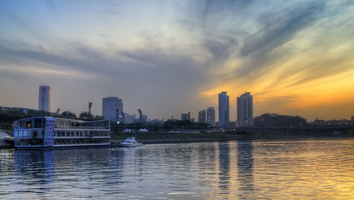 Cruising on the Han River