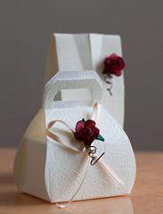 textile(0.0), jewellery(0.0), pink(0.0), art(1.0), flower(1.0), wedding favors(1.0), petal(1.0),