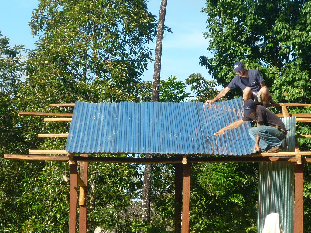Setting the roof of the enclosure