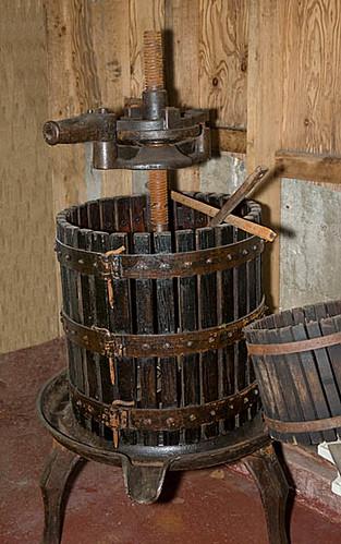 how to make a grape press