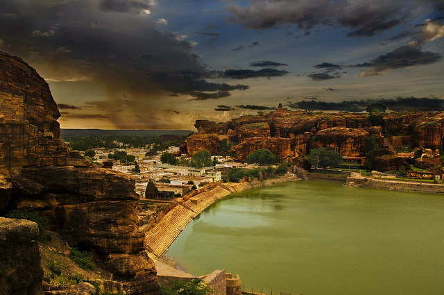 The Battle of Badami - The Blues Yield reluctantly to the advancing grays and whites