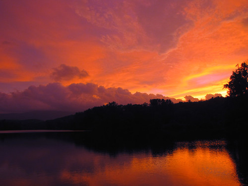 sunset orange cloud lake black reflection silhouette yellow landscape purple northcarolina explore blueridgeparkway grandfathermountain pricelake westernnorthcarolina southernappalachians ccbyncsa julianpricememorialpark canonpowershotsx10is