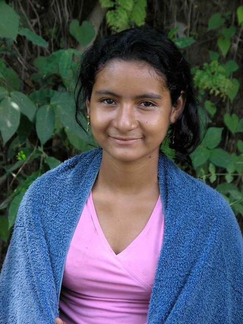 pretty girl with towel muchacha bonita con toalla cerca