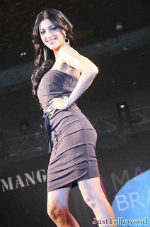 Shruthi-Haasan-Ramp-Walk_6