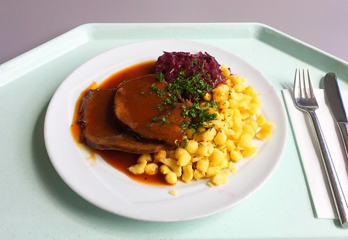 Burgundy roast with red cabbage & spaetzle / Burgunderbraten mit Blaukraut & Spätzle