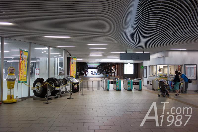 New Shuttle Tetsudo-Hakubutsukan Station