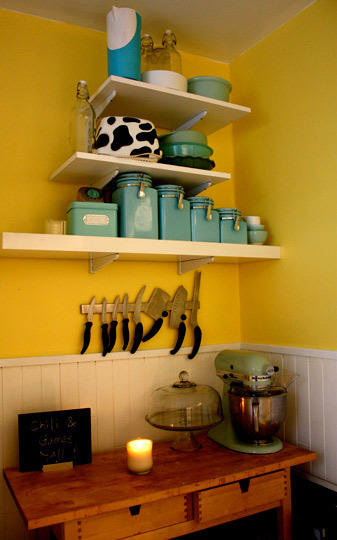 ideas for small spaces cheery yellow kitchen blue accents a photo
