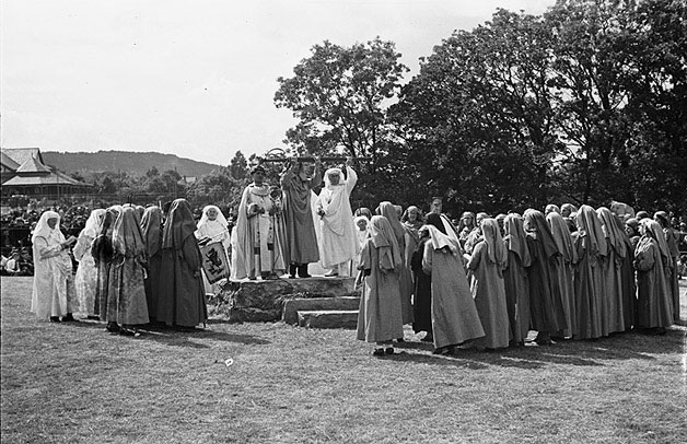 Proclaiming the 1941 National Eisteddfod, at Colwyn Bay