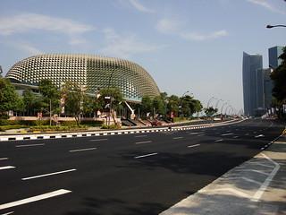 Esplanade Theatres जवळ सिंगापुर की छवि.