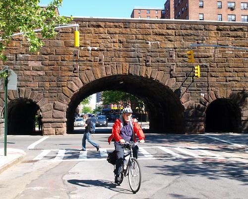 M129 Metro-North Park Avenue Arch Bridge over East 109 Street, Harlem, New York City
