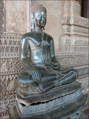 Bouddha dans la galerie du Vat Phra Kèo (Vientiane)
