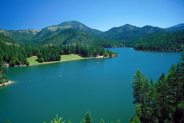800px-Applegate_Lake_Oregon