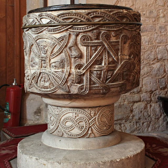 Stone, Buckinghamshire, Church of St John the Baptist, Font