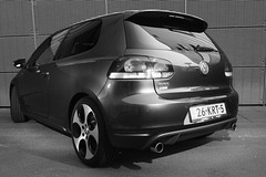 volkswagen golf mk5(0.0), automobile(1.0), automotive exterior(1.0), family car(1.0), wheel(1.0), volkswagen(1.0), vehicle(1.0), automotive design(1.0), volkswagen golf mk6(1.0), rim(1.0), volkswagen gti(1.0), subcompact car(1.0), city car(1.0), compact car(1.0), bumper(1.0), land vehicle(1.0), hatchback(1.0), volkswagen golf(1.0),