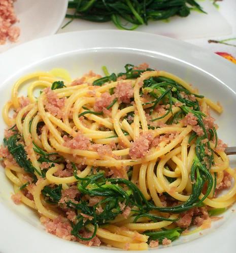La cucina di albertone spaghetti con agretti alla curcuma for Cucinare gli agretti