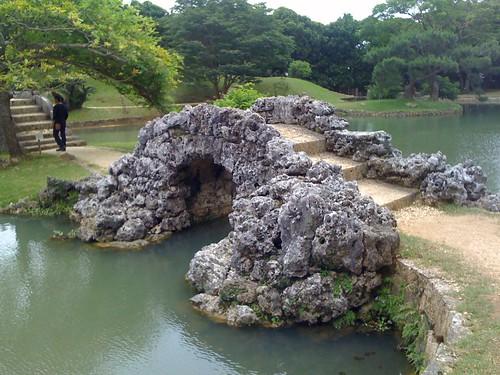識名園(しきなえん)の石橋