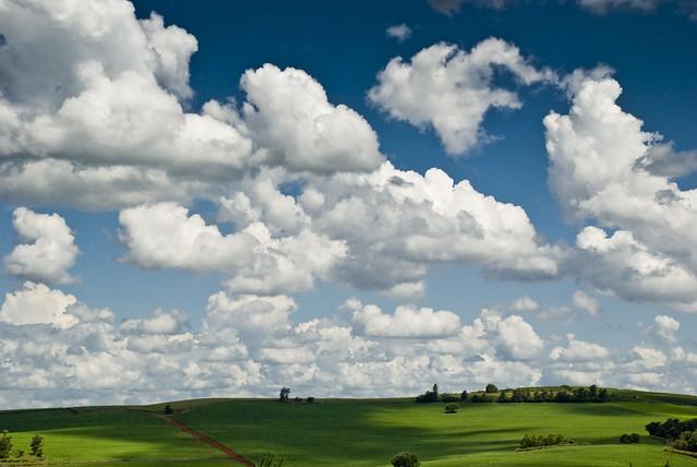 Campo e nuvens