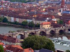 Würzburg - Es führt über den Main ...