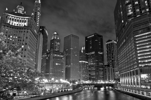 chicago nighttime glow (b/w)