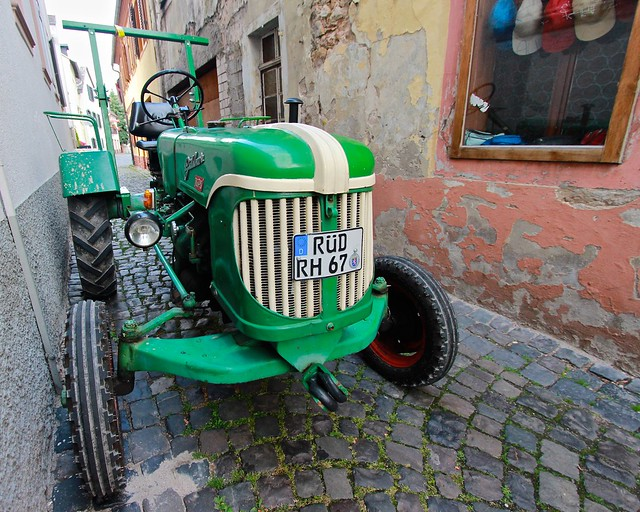 Tractor - R desheim, Canon EOS REBEL T3I, Canon EF-S 10-22mm f/3.5-4.5 USM