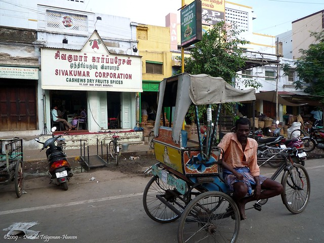 fiets riksja tocht door de straten van Madurai / with a bicycle rickshaw through the streets of Madurai