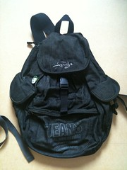handbag(0.0), leather(0.0), bag(1.0), textile(1.0), backpack(1.0),