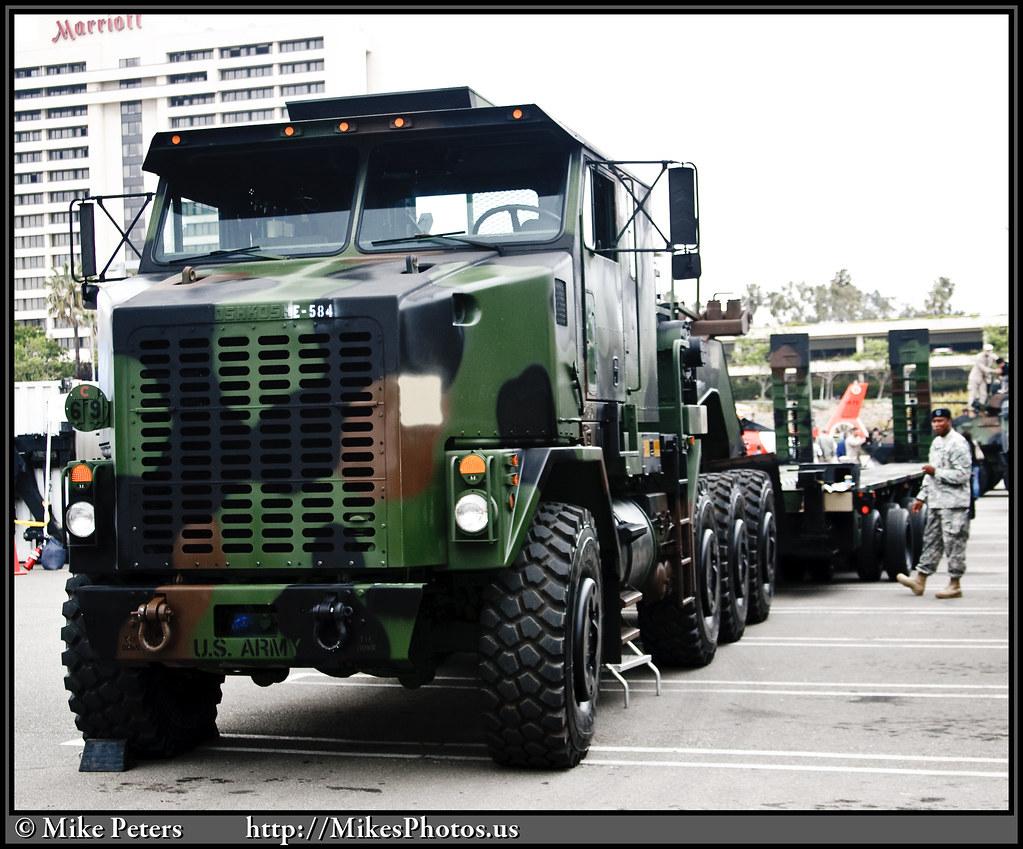 M1070 Heavy Equipment Transporter Equipment Transport