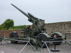 steam engine(0.0), military(0.0), army(1.0), wheel(1.0), weapon(1.0), vehicle(1.0), self-propelled artillery(1.0), cannon(1.0),
