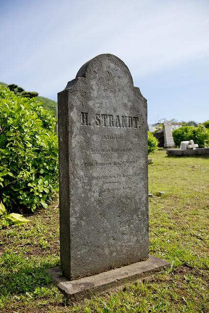 函館外国人墓地  36 H. Strandt 1842-1881