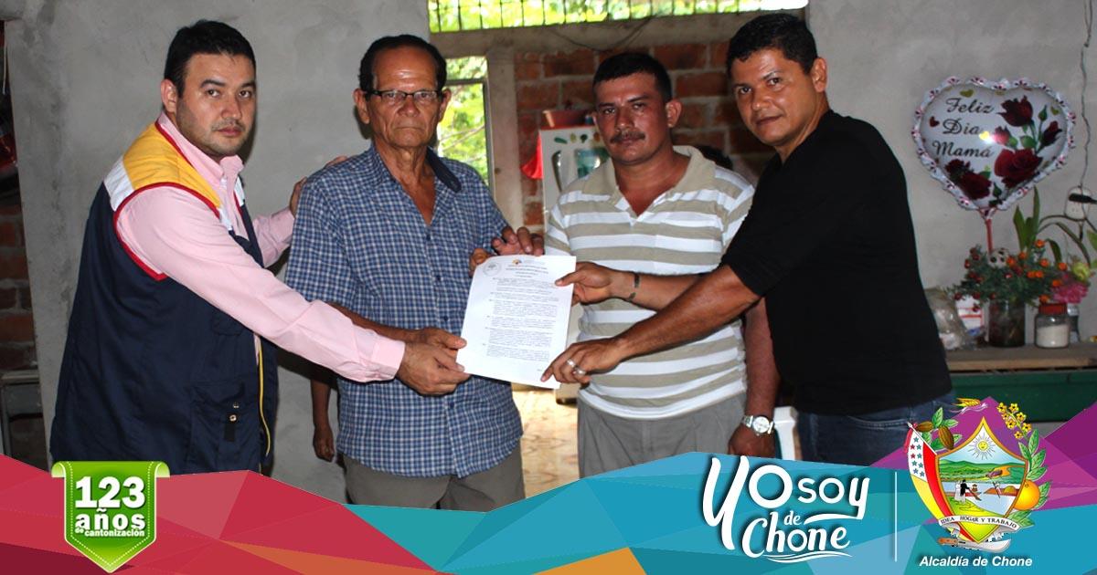 Alcaldía de Chone entregó vida jurídica a organización de Barragán