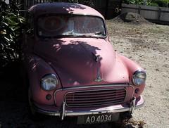 compact car(0.0), automobile(1.0), automotive exterior(1.0), vehicle(1.0), morris minor(1.0), antique car(1.0), classic car(1.0), vintage car(1.0), land vehicle(1.0),