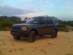 automobile(1.0), automotive exterior(1.0), sport utility vehicle(1.0), vehicle(1.0), compact sport utility vehicle(1.0), rim(1.0), land rover discovery(1.0), bumper(1.0), land vehicle(1.0),