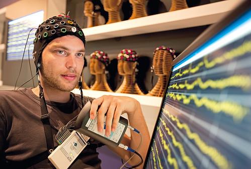 2009 thelab braincomputerinterface arselectronicacenter maingallery brainlab newviewsofhumankind gtechmedicalengineering neuebildervommenschen itu2013