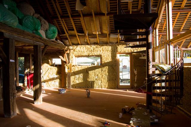 Maison en paille flickr photo sharing for Maisons en paille