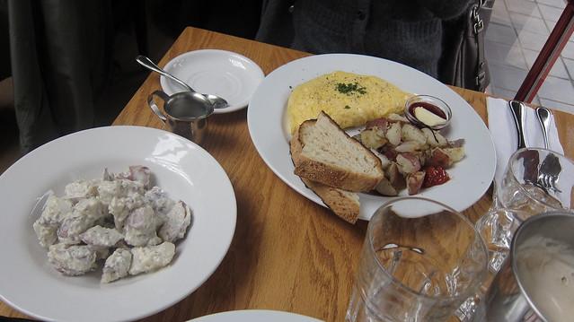 Omelette & Potatoes | Tomato Fresh Food Cafe